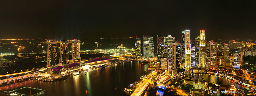 Panoramic view of Singapore skyline, Marina Bay and the Financial Centre (CBD) at night.  © Eujin Goh/alt.TYPE